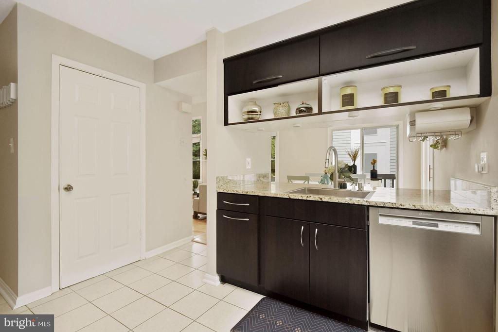 Sleek, Modern Kitchen w/ Cool Cabinetry & Granite! - 8423 HOLLIS LN, VIENNA