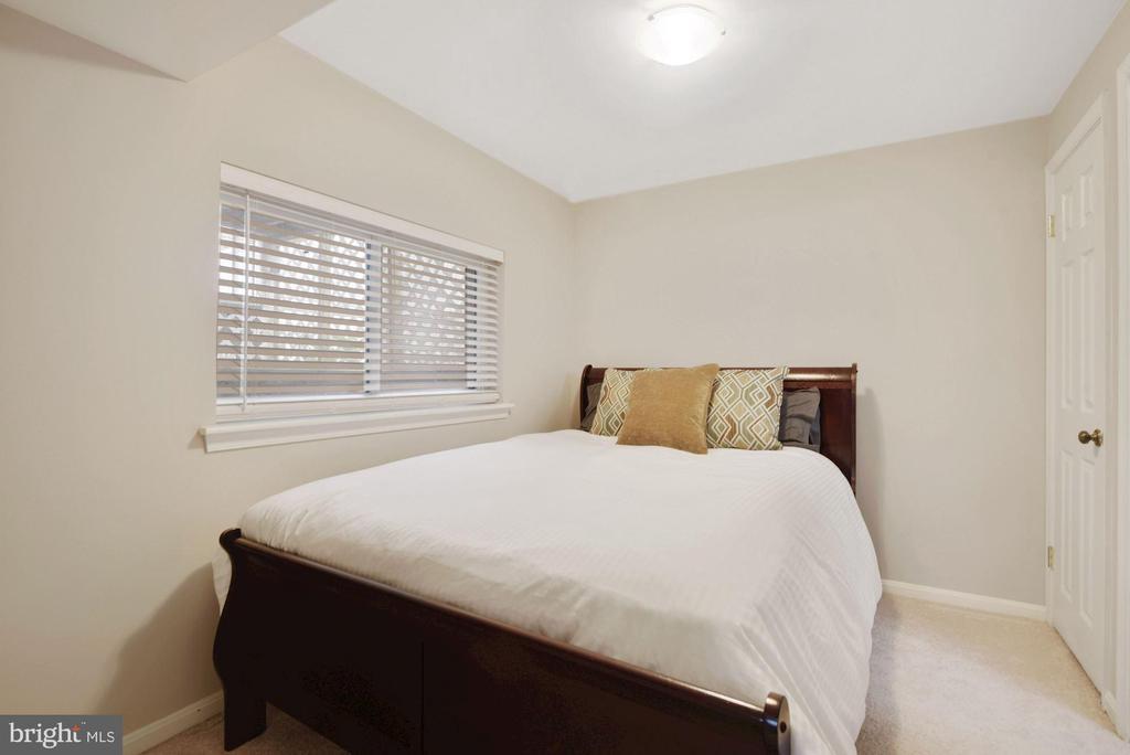 Bedroom #3 - Overhead Lighting! - 8423 HOLLIS LN, VIENNA