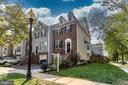 4 Lvl End Unit Townhome in South Riding - 42885 GOLF VIEW DR, CHANTILLY