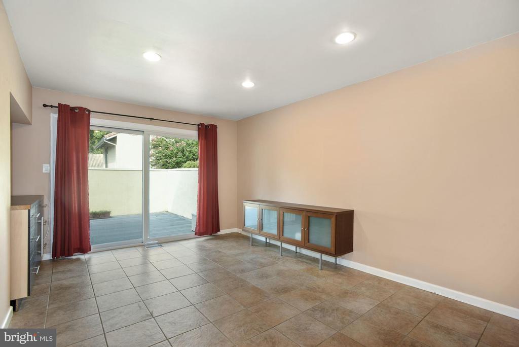 Family Room - 11684 MEDITERRANEAN CT, RESTON