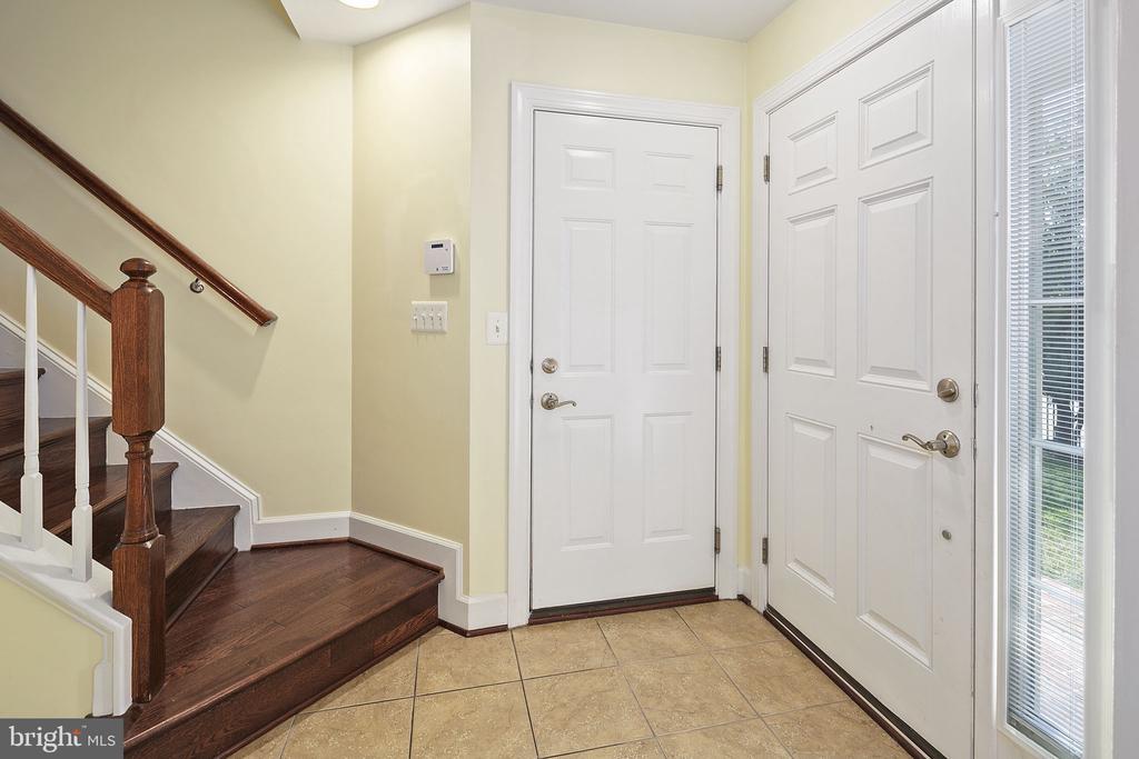 Entrance foyer - 2615 S KENMORE CT, ARLINGTON