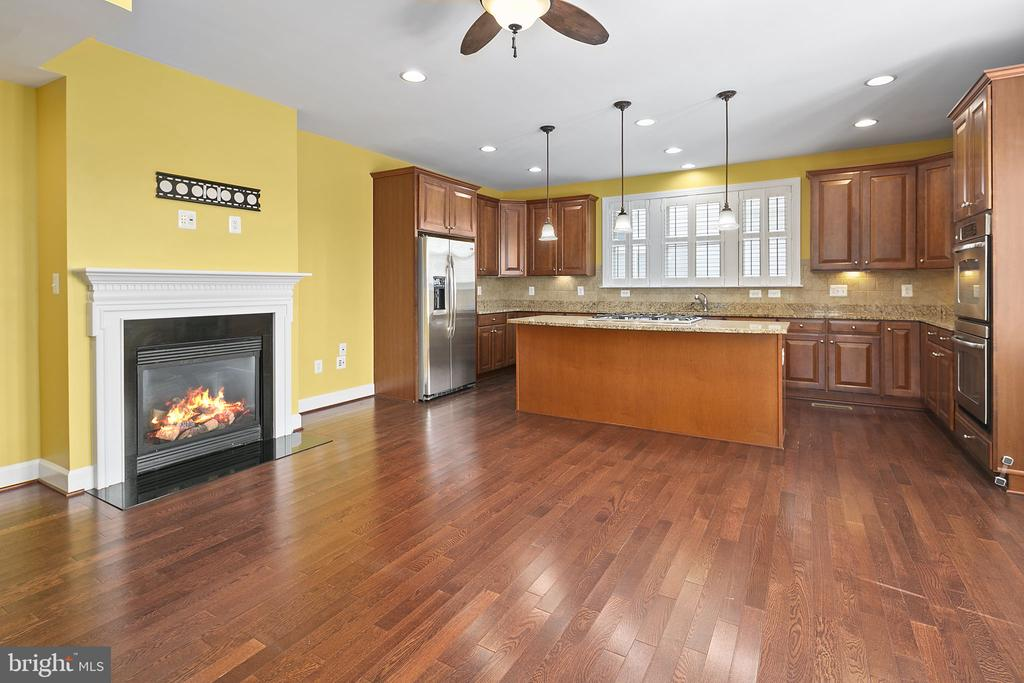 Open concept kitchen and dining room - 2615 S KENMORE CT, ARLINGTON