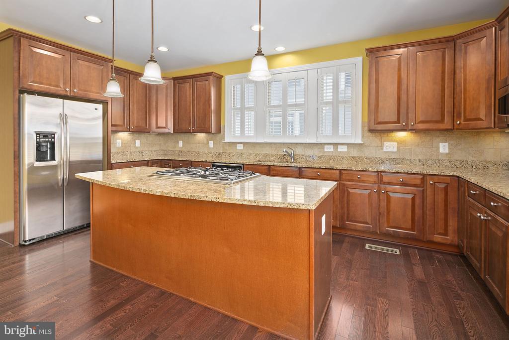 Granite countertops - 2615 S KENMORE CT, ARLINGTON