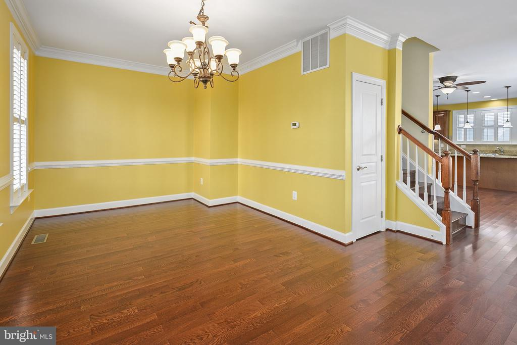 Living room, chair rail and crown molding - 2615 S KENMORE CT, ARLINGTON