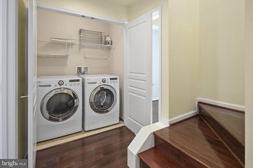 Upper level laundry - 2615 S KENMORE CT, ARLINGTON