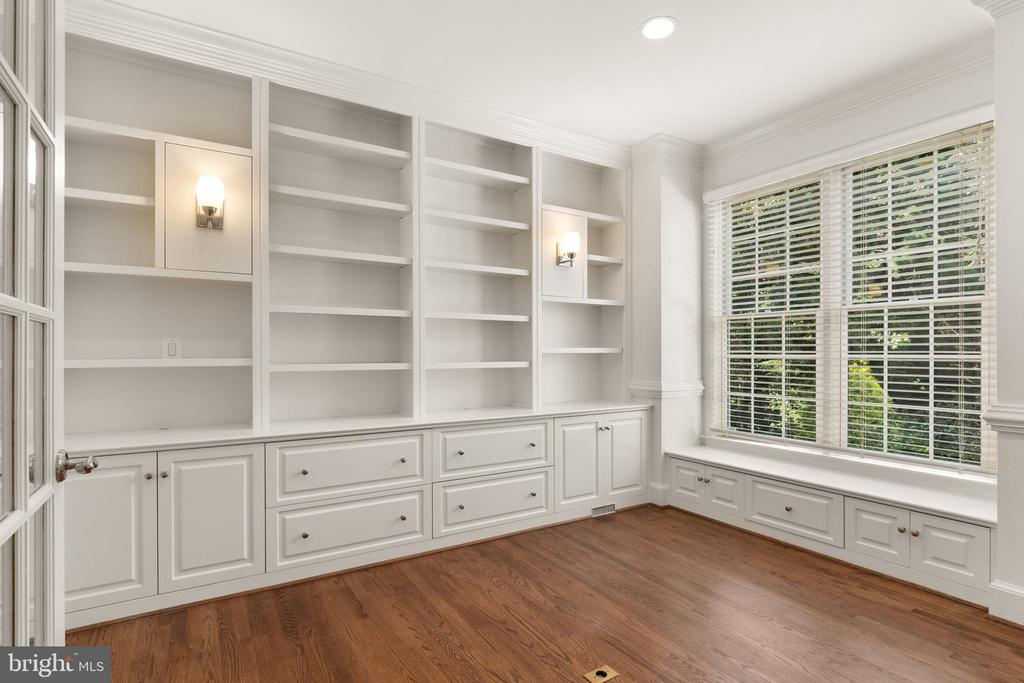 Main Level Study with Built-ins - 1910 ARMAND CT, FALLS CHURCH
