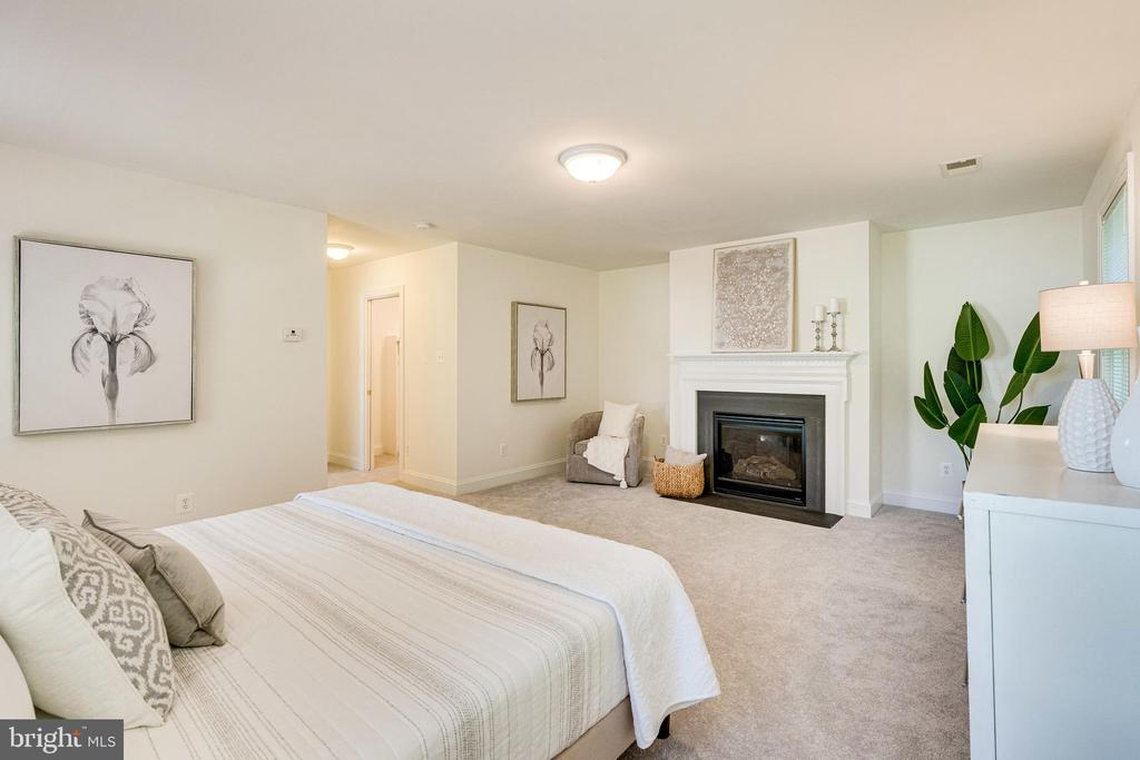 Spacious Master Suite with fireplace! - 1822 ANDERSON RD, FALLS CHURCH