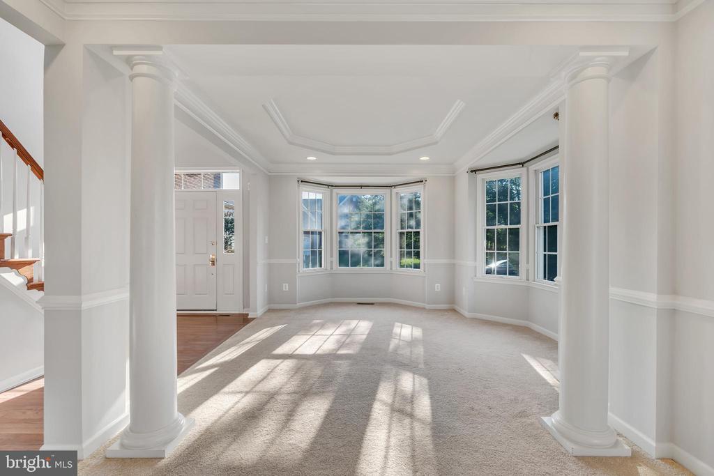 Oversized Family Room w/ window seat - 20373 MEDALIST DR, ASHBURN
