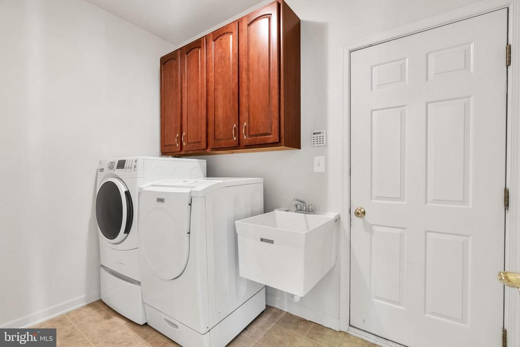 Laundry Room located on main level - 20373 MEDALIST DR, ASHBURN