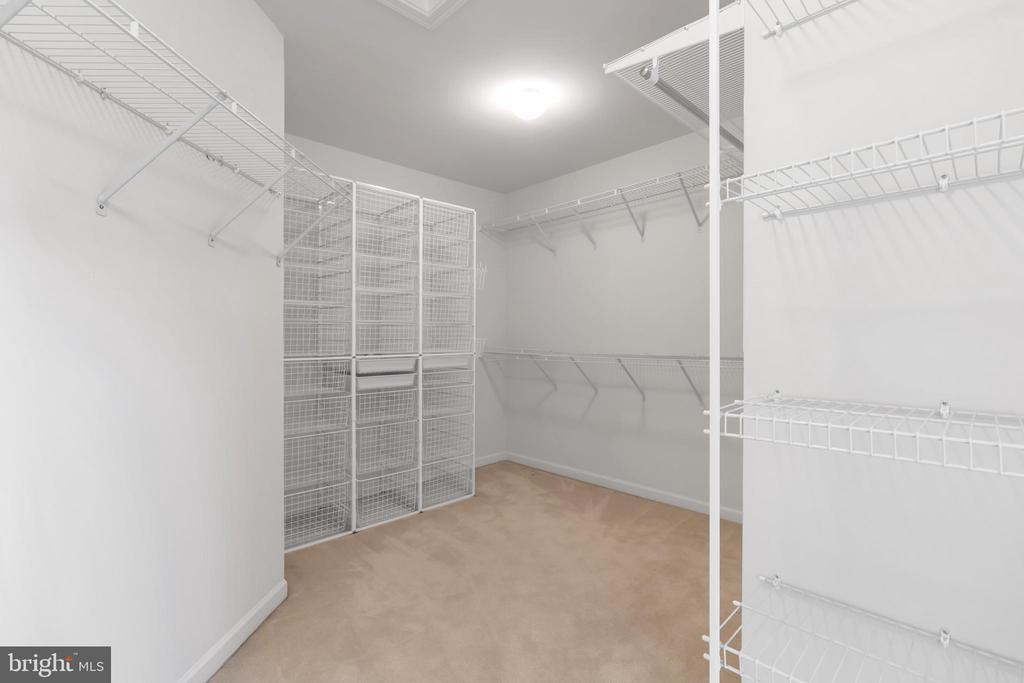 Walk-in Closet - 20373 MEDALIST DR, ASHBURN