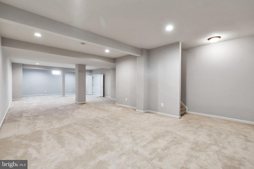 Second Family Room/ Home Office/ Media Room/ Gym - 20373 MEDALIST DR, ASHBURN