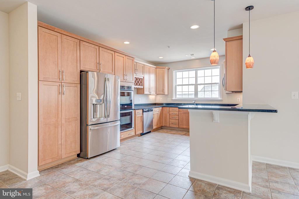 Ample cabinet space - 43610 HAMPSHIRE CROSSING SQ #AD-205, LEESBURG