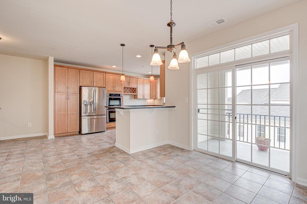 Breakfast area that accommodates a full size table - 43610 HAMPSHIRE CROSSING SQ #AD-205, LEESBURG