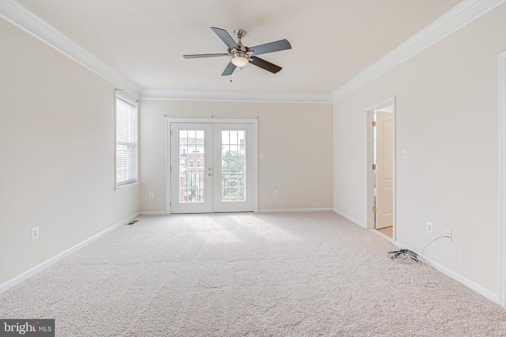 Primary bedroom picture #2 - 43610 HAMPSHIRE CROSSING SQ #AD-205, LEESBURG