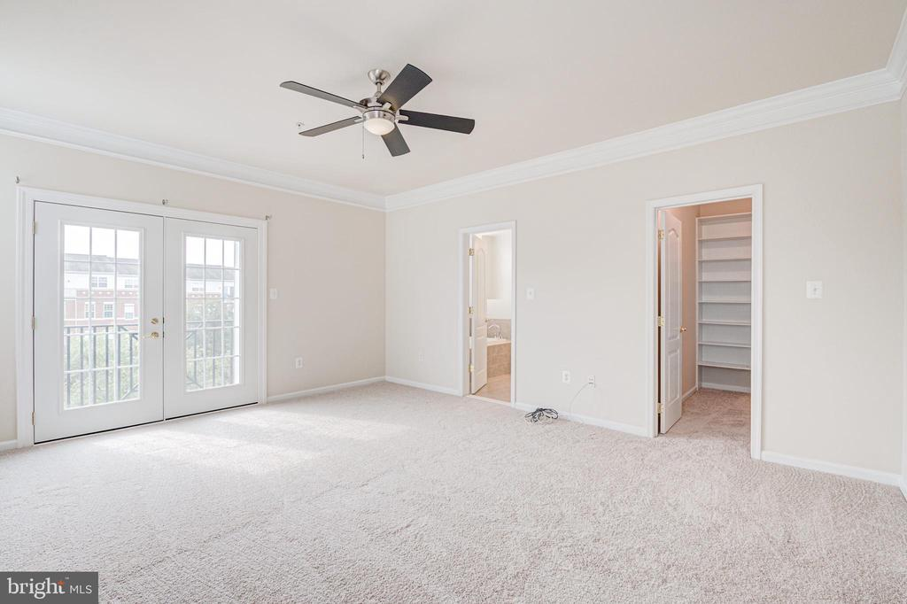 His and Her  walk-in closets in primary bedroom - 43610 HAMPSHIRE CROSSING SQ #AD-205, LEESBURG