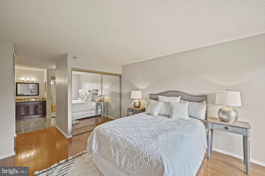 Primary bedroom - 1600 N OAK ST #525, ARLINGTON
