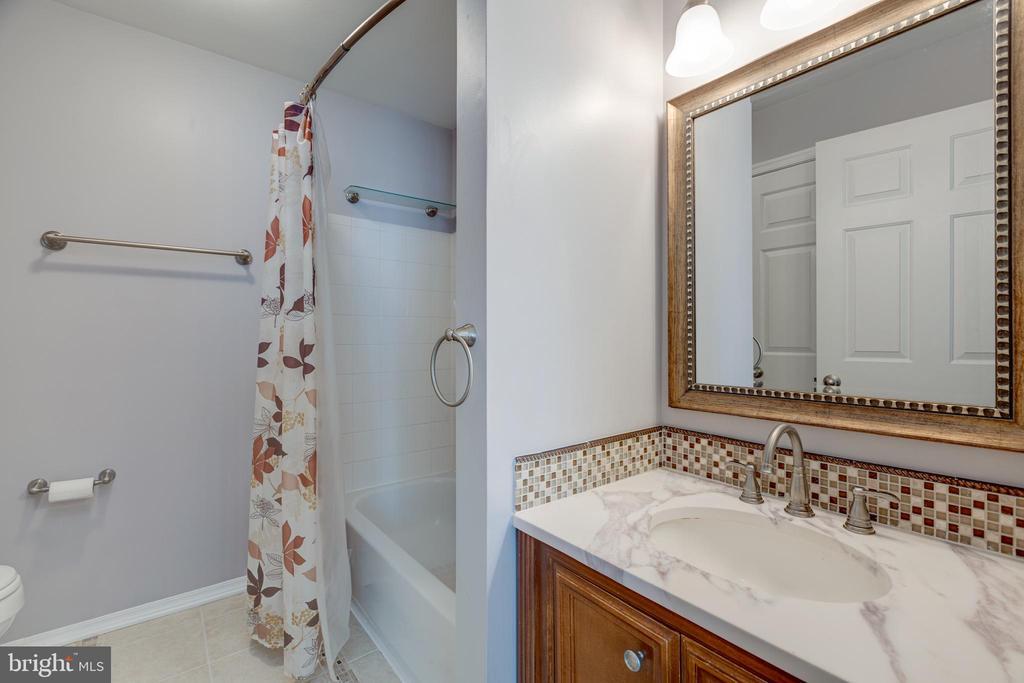 Primary Bathroom - 635 CONSTELLATION SQ SE #G, LEESBURG
