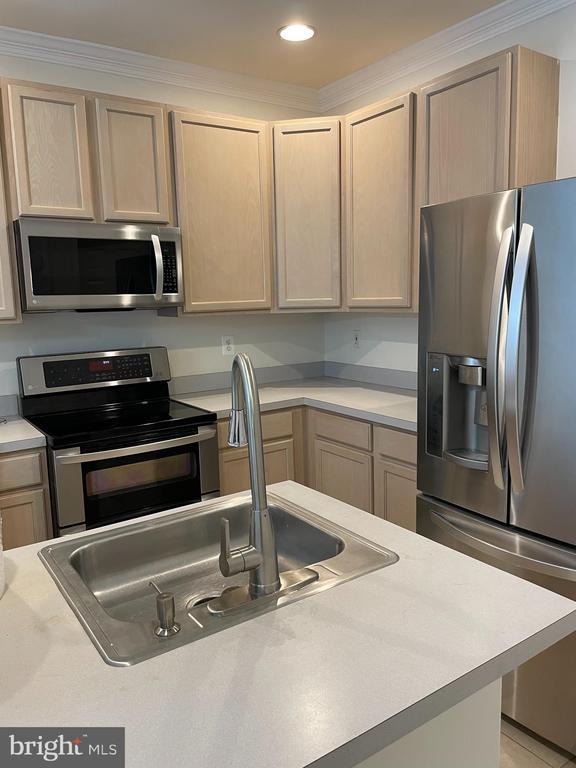 Kitchen - 45677 LIVINGSTONE STATION ST, STERLING