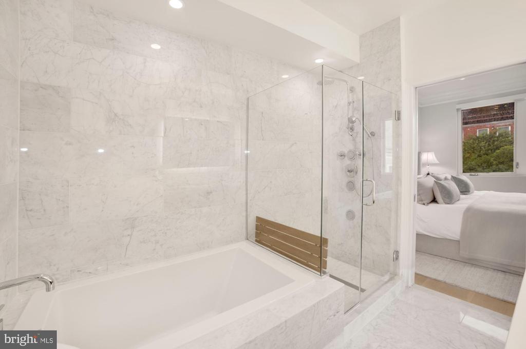 Primary Bath - Separate Tub & Shower w/Bench Seat - 1918 11TH ST NW #B, WASHINGTON
