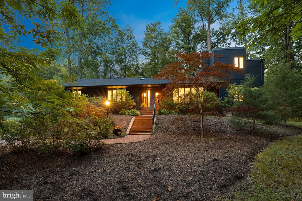 Beautiful MidCentury Modern Home - 6649 VAN WINKLE DR, FALLS CHURCH