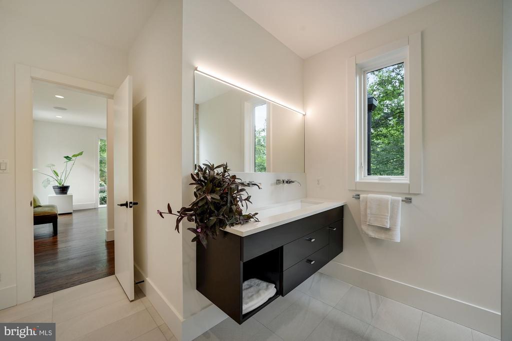 Upper Level Full Bath & Bedroom - 6649 VAN WINKLE DR, FALLS CHURCH