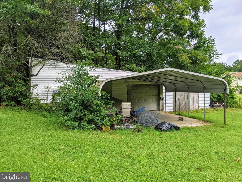 Carport w/ Detached Garage - 11291 PINE HILL RD, KING GEORGE