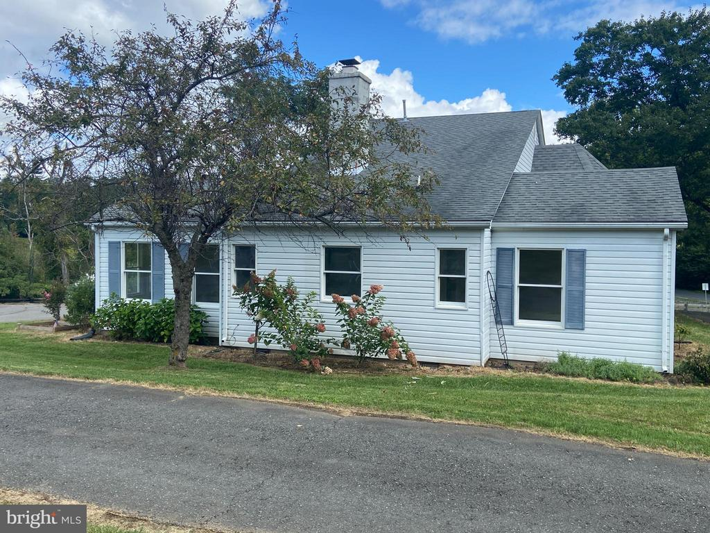 Side of home - 14807 CIDER MILL RD, HILLSBORO