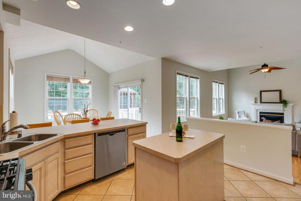 Spacious Kitchen w/lots of Counter Top Space - 7617 STRATFIELD LN, LAUREL