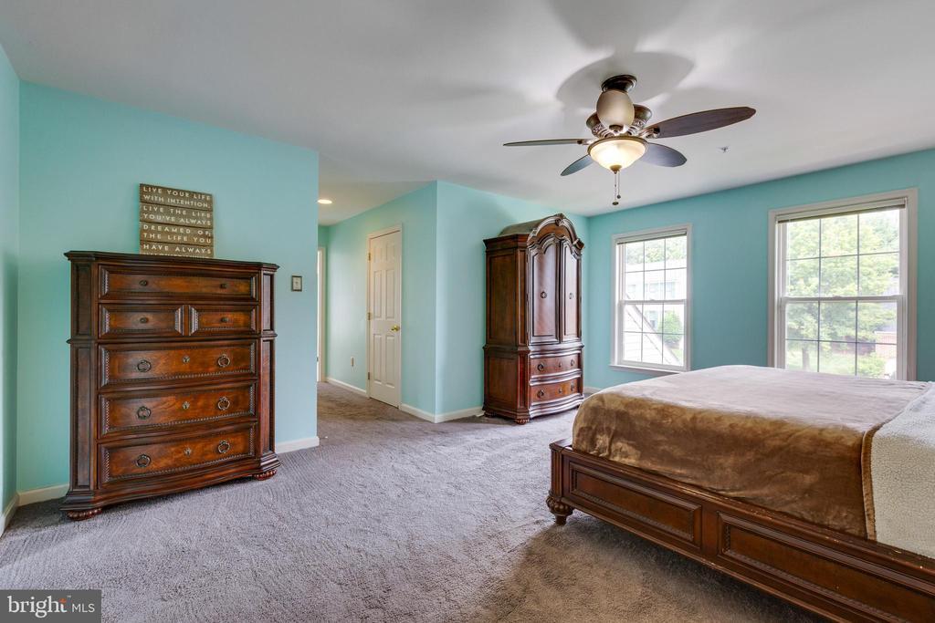 Owners Bedroom w/Walk in Closet - 7617 STRATFIELD LN, LAUREL