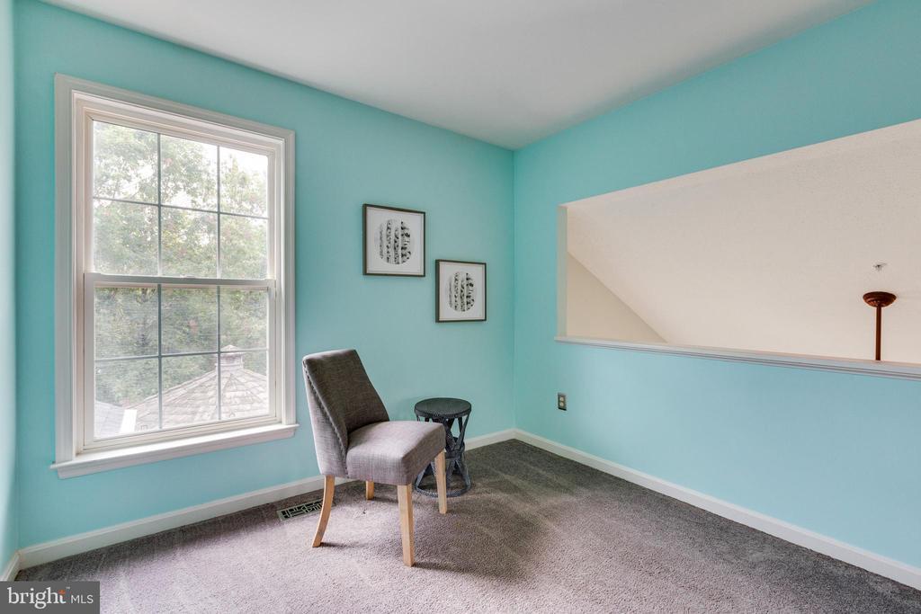 Spacious Sitting/lounge Area in Owners Bedroom - 7617 STRATFIELD LN, LAUREL