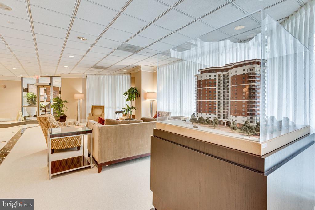 Large welcoming lobby - 901 N MONROE ST #1501, ARLINGTON