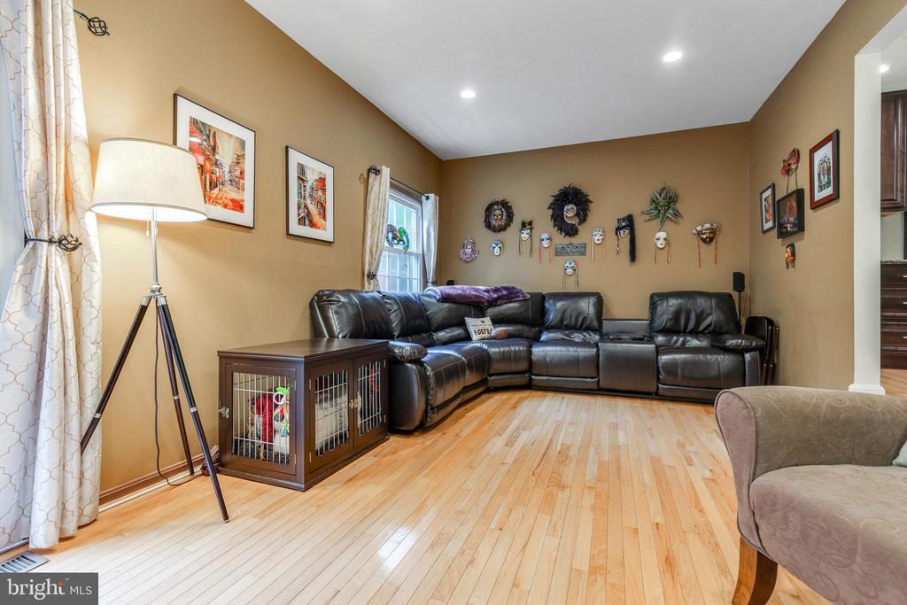 LARGE Living Room - 7157 LAKE COVE DR, ALEXANDRIA