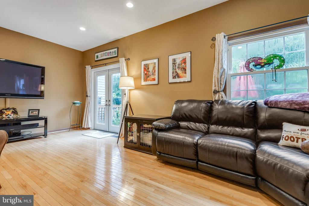 Living room w/ access to large deck! - 7157 LAKE COVE DR, ALEXANDRIA