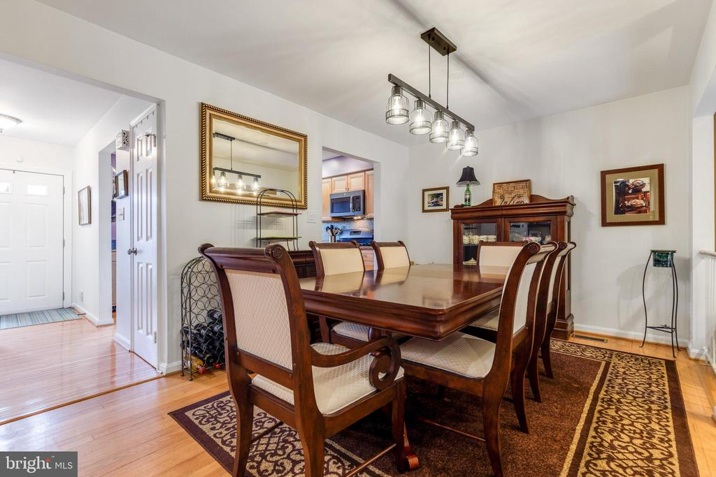 Separate Dining area - 7157 LAKE COVE DR, ALEXANDRIA