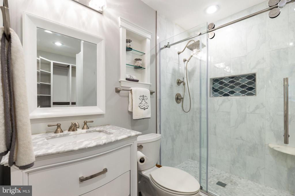 NEW Primary Bathroom! - 7157 LAKE COVE DR, ALEXANDRIA
