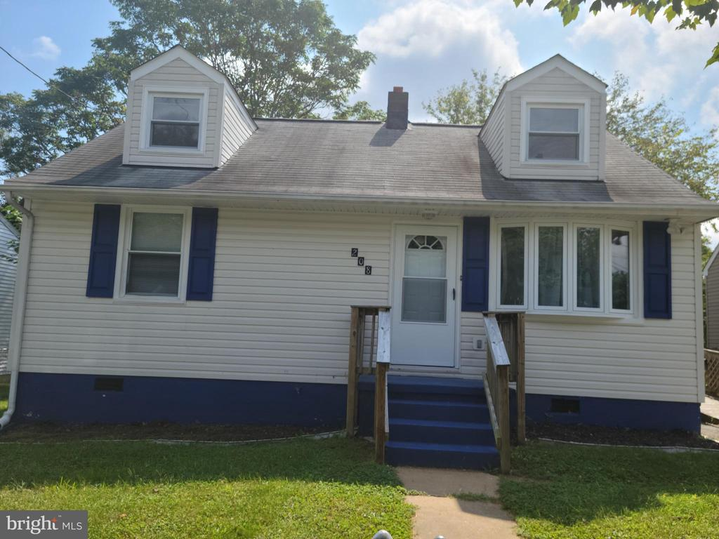 Welcome Home!  208 Mayfield Ave. - 208 MAYFIELD AVE, FREDERICKSBURG