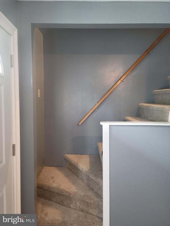 Livingroom Stairway to Bonus Room - 208 MAYFIELD AVE, FREDERICKSBURG