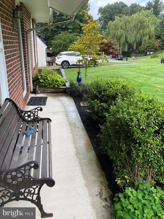 Front porch - 4 DONALDS LN, MOUNT AIRY