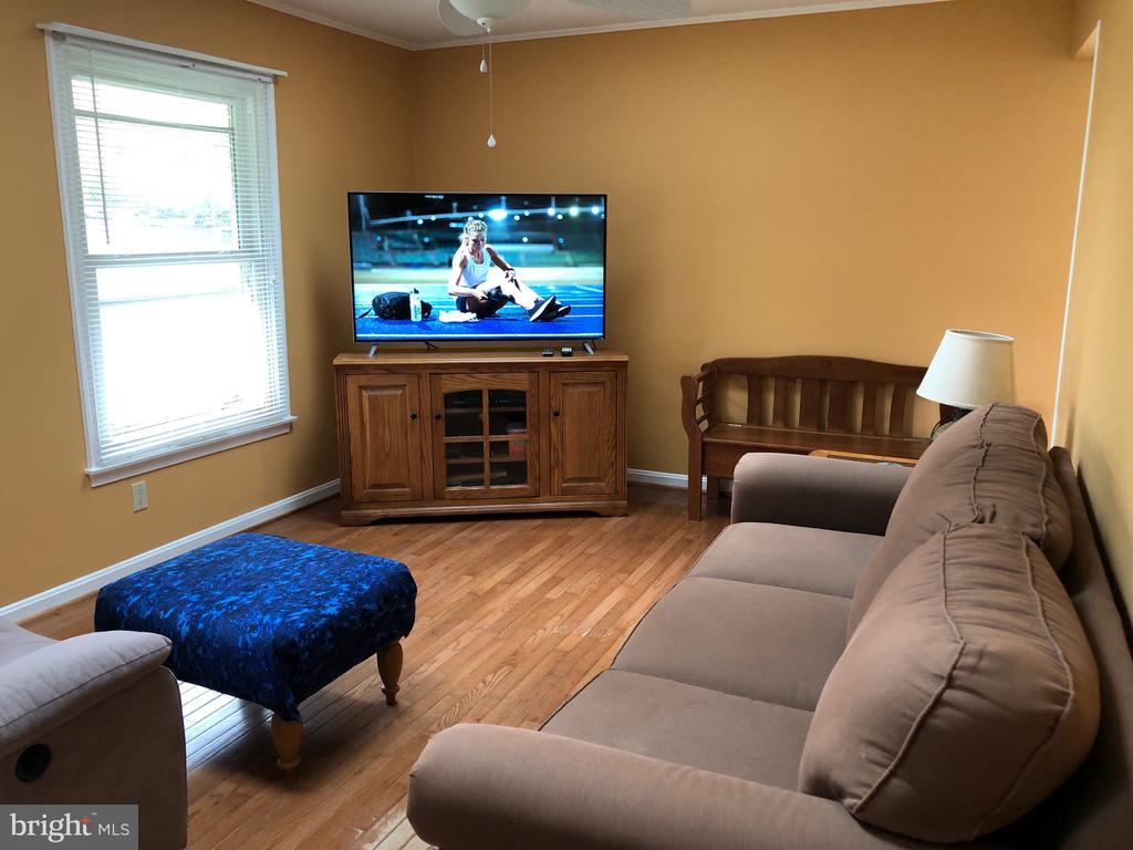 Hardwood in living room - 4 DONALDS LN, MOUNT AIRY