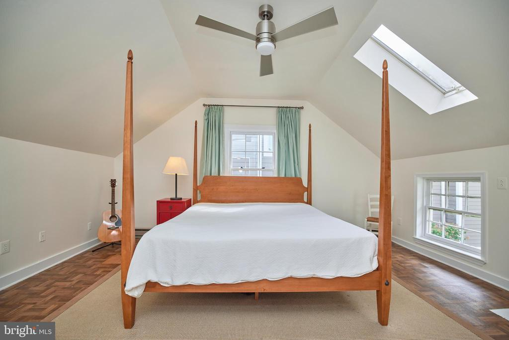 Current owner's suite - 109 WIRT ST NW, LEESBURG