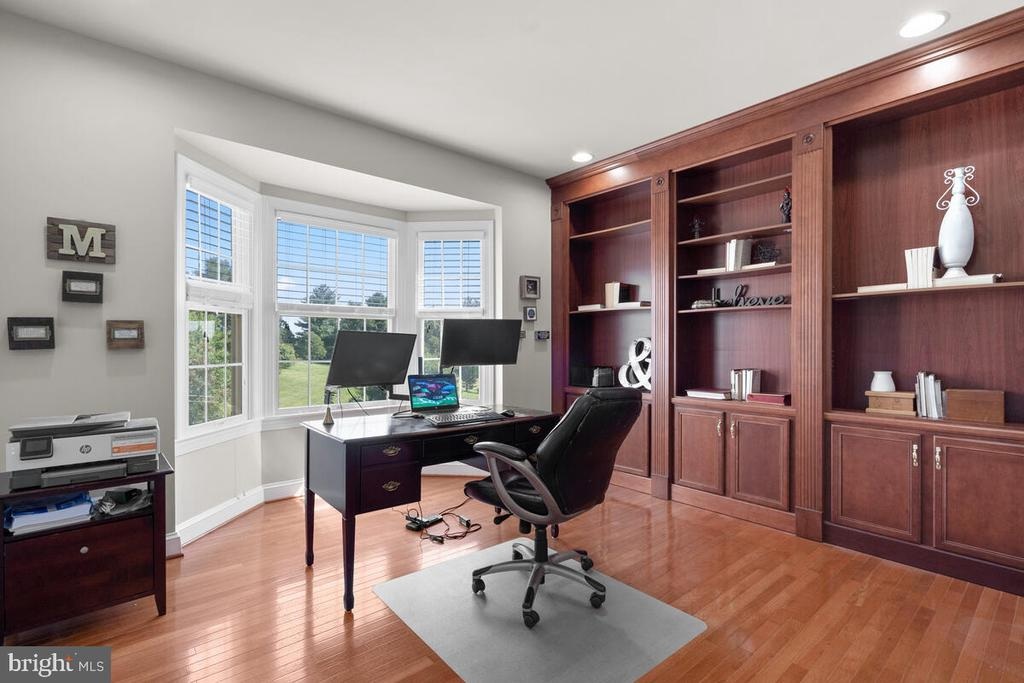 Den on the main level with built-in cabinets. - 17566 TOBERMORY PL, LEESBURG
