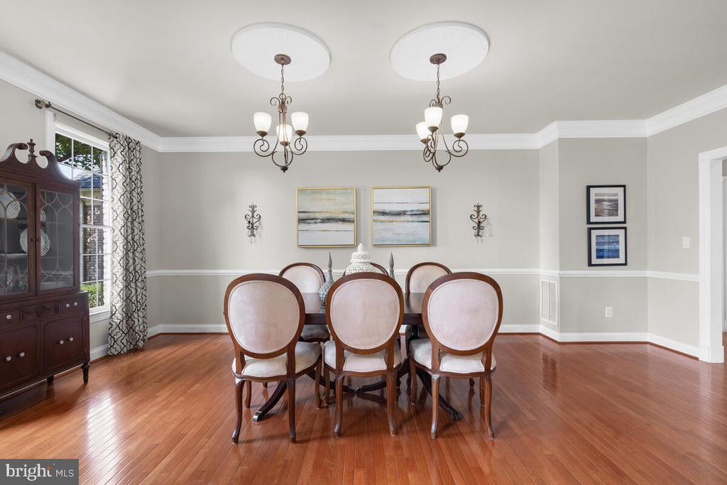 Double chandeliers in the dining room - 17566 TOBERMORY PL, LEESBURG