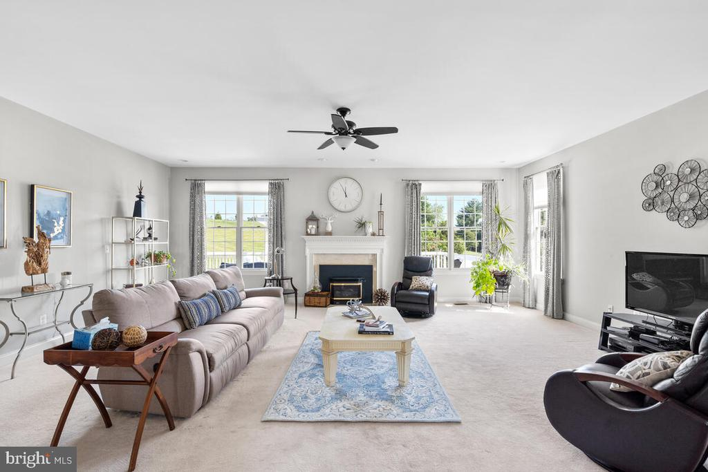 Family room with floor to ceiling windows. - 17566 TOBERMORY PL, LEESBURG