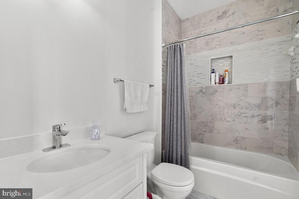Each bedroom has an ensuite bath. - 17566 TOBERMORY PL, LEESBURG