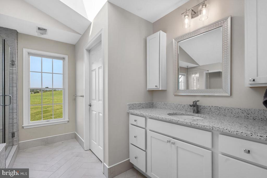 Two private commodes in the master bath. - 17566 TOBERMORY PL, LEESBURG
