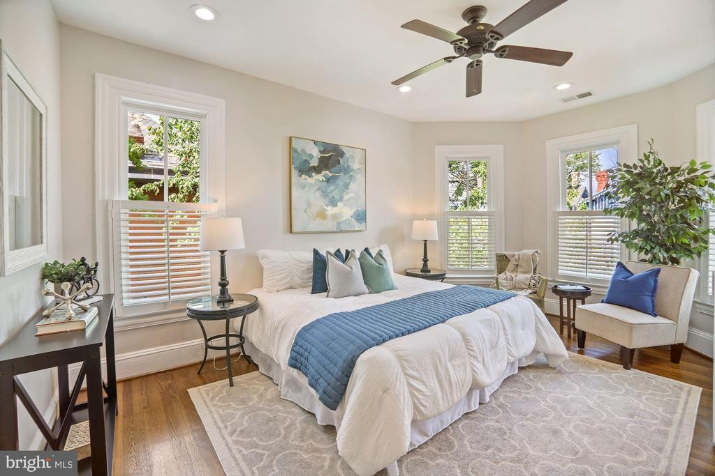 Primary Bedroom w/ Bay Windows - 402 U ST NW, WASHINGTON