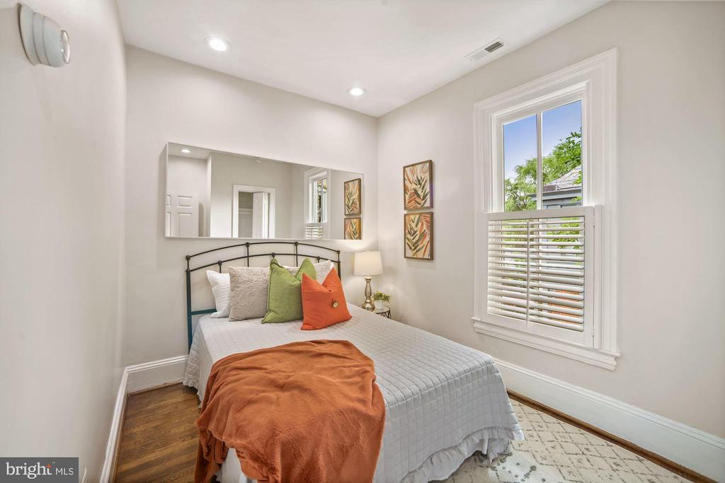 Rear Bedroom Facing West - 402 U ST NW, WASHINGTON