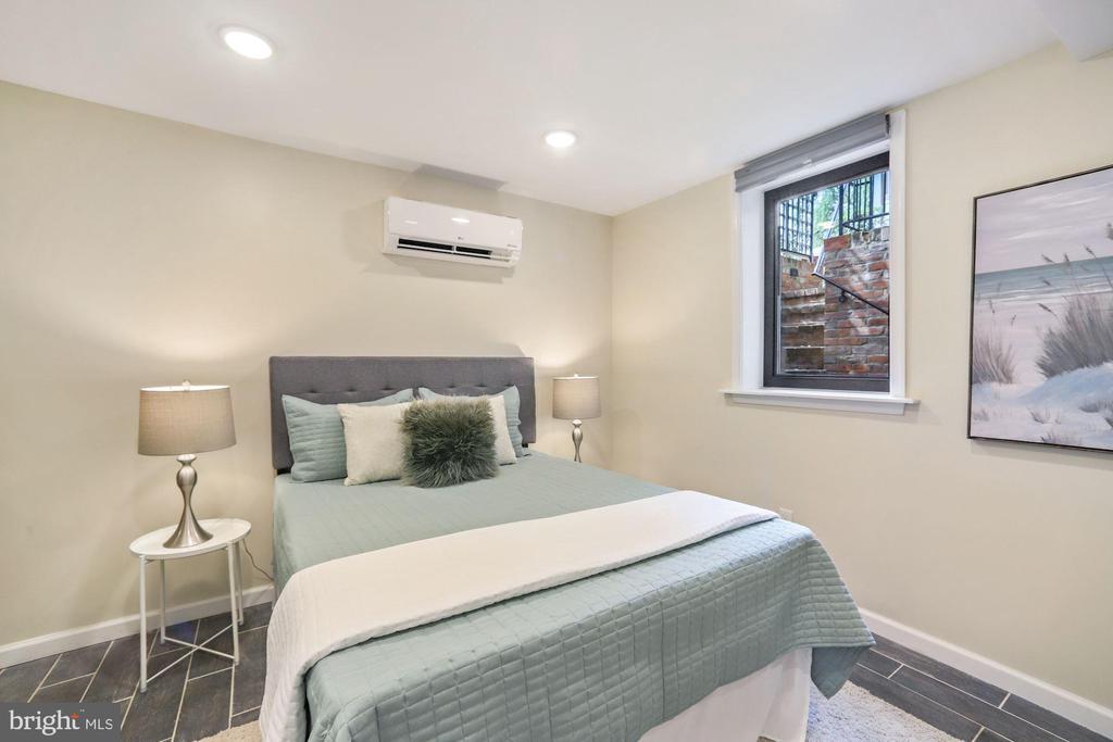 2nd Bedroom w/ Large Window - 402 U ST NW, WASHINGTON