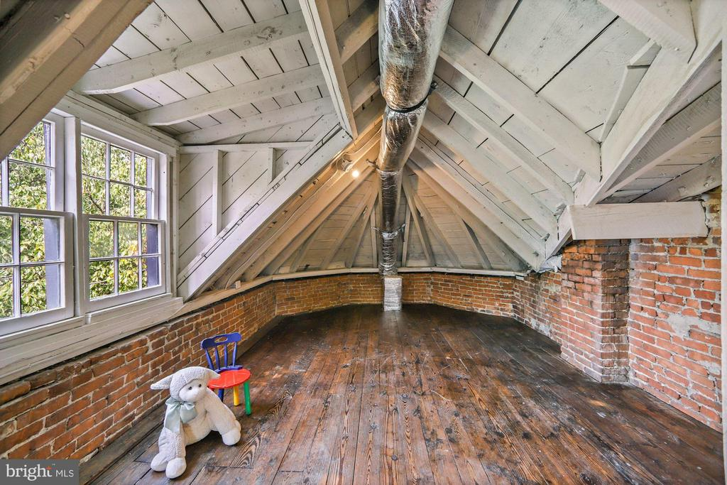 Original Hardwood Plank Flooring - 402 U ST NW, WASHINGTON