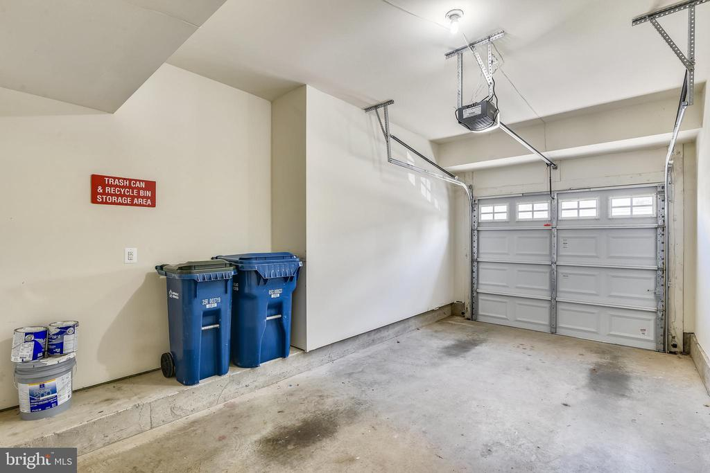 Private garage opens directly into home - 23542 HOPEWELL MANOR TER, ASHBURN